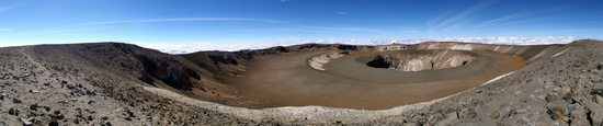 Pohled do nitra sopky (Kibo Reusch Crater - 5852m a jeho Ash Pit)